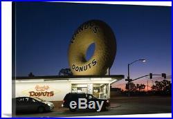 Donuts shop at dawn, Randys Donuts, Inglewood, Los Angeles County, Californi